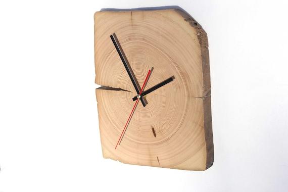 vieille horloge de poutres horloge de pin horloge ancienne. Black Bedroom Furniture Sets. Home Design Ideas