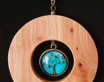 Very beautiful necklace and his Cade juniper wood pendant