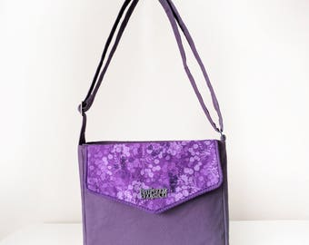 Cross Body Bag / Small Shoulder Bag for Women with Flap Pockets and Zip Closure in Purple