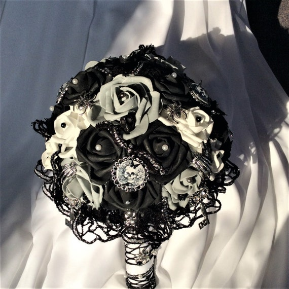 gothic wedding flowers steampunk skull wedding flower bouquet skull flowers 4584