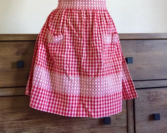 Red and White Gingham Apron with Decorative White Stitching; Vintage Apron; Half Apron; Cotton Apron; Gingham Apron; Vintage Kitchen