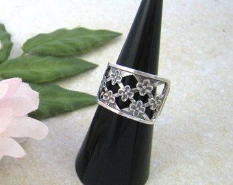 FLORAL Spoon RING Open style, Nr Sterling solid silver, upcycled, handmade from 1960s vintage spoon (Sweden, 1967). Size O / US 7 1/4.