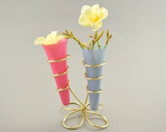 Cute small table vase, two plastic vases with a wire stand, Rockabilly, 60s, Germany