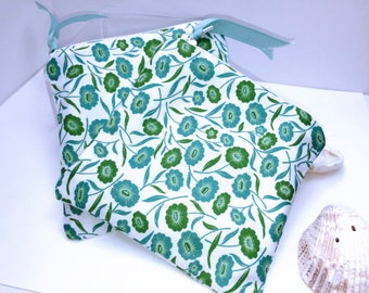 Cute Flowers WET BAG, Quick Dry Design, Carry Clean or Soiled Reusable Feminine Products, Waterproof Pouch, PUL Lining