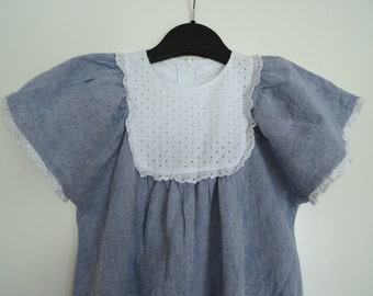 Robe fille bleu chambray 6/8 ans avec broderies anglaises