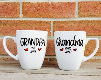 Grandpa and Grandma Gift New Grandma, Pregnancy Reveal Pregnancy announcement gifts Grandparents to be Pregnancy Reveal Mug Set