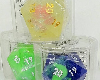 GIANT D20 with full dice set
