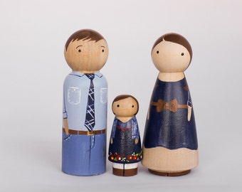 CUSTOM Wooden Peg Doll Family of 3//Unique Family Portrait