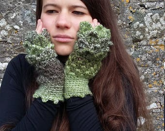 Green Dragon Scale Gloves