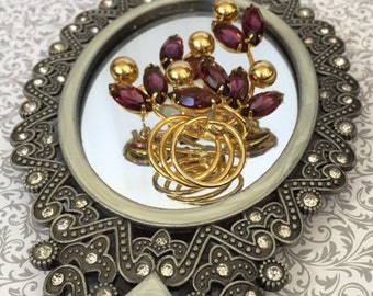 Gorgeous Unsigned Vintage Brooch, Amethyst & Gold Metal, gift or collectible