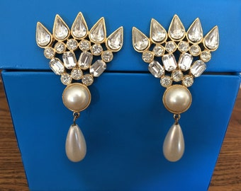 Vintage Faux Pearl and Clear Rhinestone Drop Earrings 0970