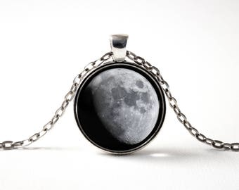 Moon phase pendant Luna Gray moon Moon jewelry Lunar phases Moon gift Moon jewellery Moon pendant Moon photo Lunar necklace Space Crescent