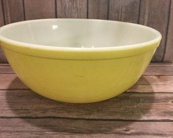 Yellow Pyrex Mixing Bowl 404 4QT