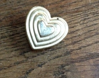 Vintage 1980's Gold Heart Variety Club Charity Brooch, in very good condition.