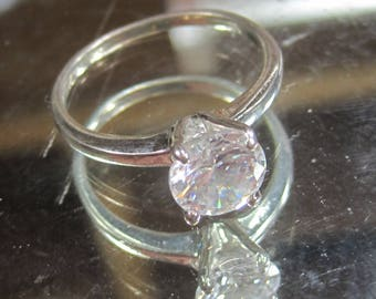 E-22 Vintage  Ring   size 7  1/2
