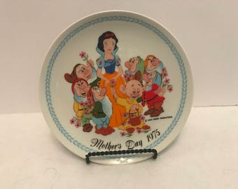 1975  Disney Snow White and the Seven Dwarfs Mother's Day Plate