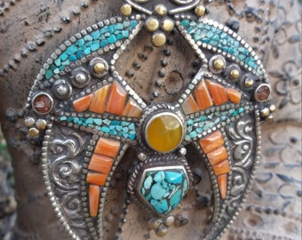 15% discount. Pendant Afghan. Design beautiful tribal.piedras, former coral.joyeria of power.