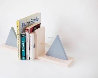 children's bookends,stylish bookends,wooden bookends,bright bookends,modern bookends,gray bookends, triangle, geometric bookends,beige