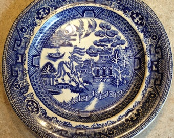 "blue willow pattern made in england 10"" plate"