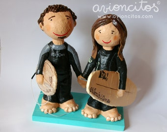 Couple personalized with wooden base