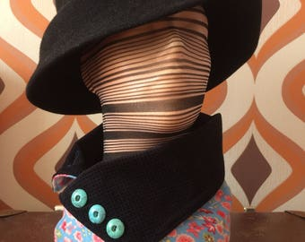 Bizarre two-sided collar