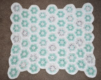 White and Green hexogon baby blanket