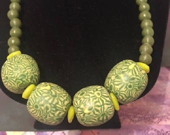 Indonesian Glass Beaded Necklace: Green