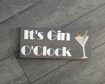 It's Gin O Clock Wooden Rustic Sign / Bar / Martini / Gift / Olive / Drink / Wood