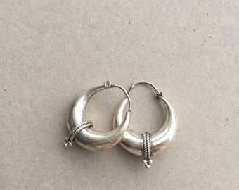 Triple dot silver earrings