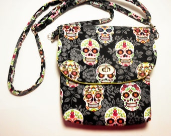 Sugar Skulls crossbody bag, Dia de los Muertos Crossbody messenger, Sugar Skulls Purse, handmade skulls bags, Small Calavera Crossbody Purse