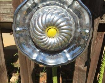 Free Shipping Metal baking  tins/plates repurposed into garden flower decor yard art