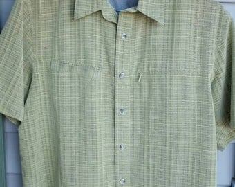 The Colombia Men's Short Sleeve Button Front Shirt Size: M