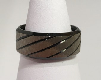 Size 7 Black Striped Stainless Steel Band Ring