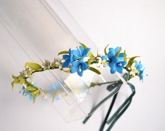 A rim with blue bell flower is done from фоамирана