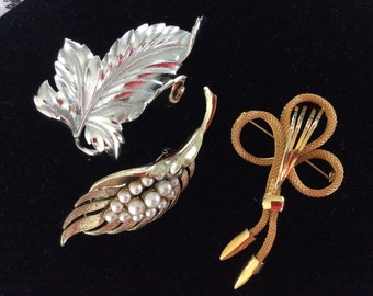 Coro signed large leaf shape brooch pearl silver gold metal bow hat coat jewelry pin
