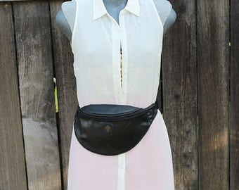 Vintage Fanny Pack, Black Hip Bag, Hands Free Bag, Festival Style, Cochella Style, One Zipper, Medium Size, 1980's