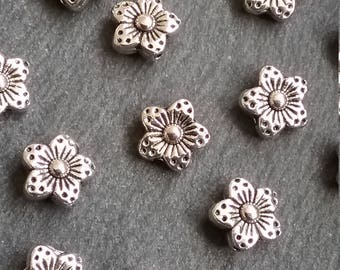 25 Antique Silver Tone 8mm Tibetan Flower Spacer Beads