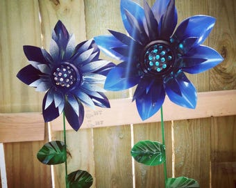 Metal Flower Garden Stake, Dahlia Flower,  Metal garden art, flower garden decoration, metal art