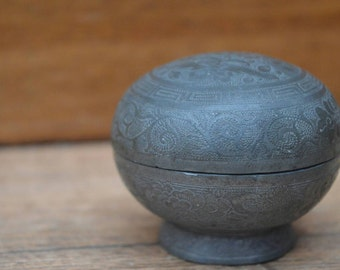 Asian trinket box with floral pattern in dotwork
