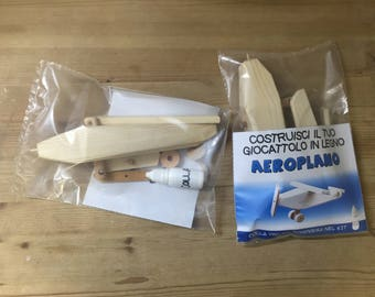 Wooden airplane to be built-including mounting kit