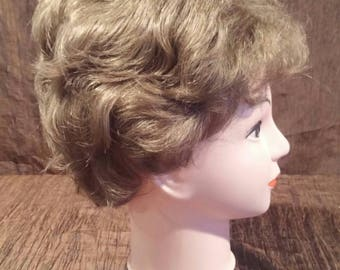 Emily wig by Paula Young, brunette, short. Nice style, light curls. Looks so real. Great condition. free shipping
