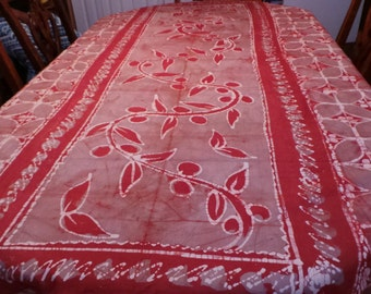 Red/Grey flowered tablecloth (8 persons)