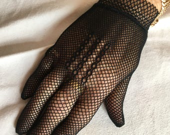 Charming French Vintage 1950s Hand Crocheted Black Gloves / Very Stylish From Paris / Perfect Condition / Touch Of French Elegance