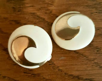 Vintage Earrings Clip On 1960s 1970s Cream Gold Jewellery