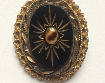 Vintage Victorian Gold costume  brooch early 1950s in good condition