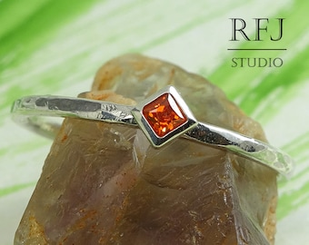 Kite Lab Spessartine Garnet Hammered Silver Ring, Princess Cut 2x2 mm Red Orange Cubic Zirconia Ring Square Setting Spessartite Promise Ring