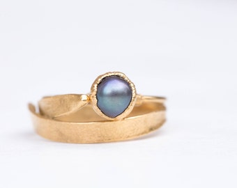 Gold Black Pearl Ring, Boho Black Pearl Ring, Dainty Boho Ring, Thin Raw Ring, Raw Pearl Ring, Black Pearl Stacking Ring, Dainty Pearl Ring