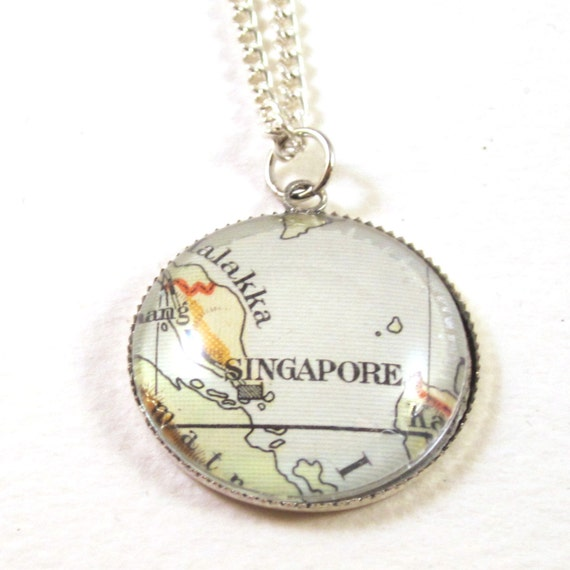 World map necklace - Indonesia - oceania 20 mm