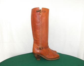 Sz 7 Women-1970s-Vintage-Tall brown leather-zip up ladies Campus boots.