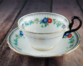 AYNSLEY ENGLAND 40's tea cup and saucer set - Floral print and glod rim